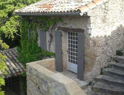 Conciergerie privée et intendance de résidence secondaire, dans le Vaucluse, à Caromb.