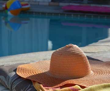 Maintenance, entretien, contrôle de l'eau, maintenance du bassin de la piscine de votre résidence secondaire | Vaucluse.