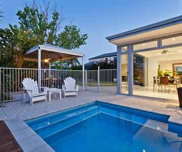 Maintenance des équipements de votre piscine de résidence secondaire et entretien de votre piscine, dans le Vaucluse, par Sérénisud, conciergerie privée à Caromb.
